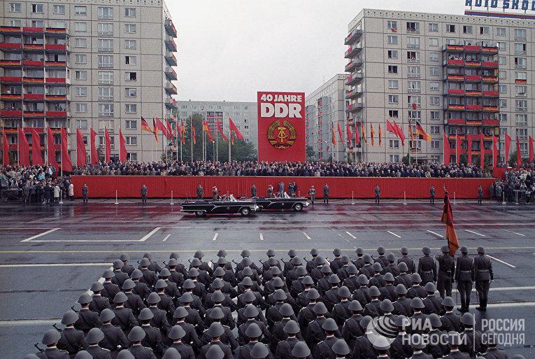 Военный парад в честь 40-летия образования Германской Демократической Республики