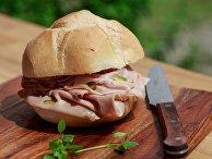 Хлеб с колбасой