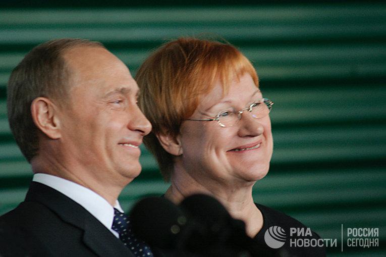 Президент России Владимир Путин и президент Финляндии Тарья Халонен