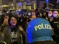 Столкновения протестующих с полицией в Риме и Неаполе