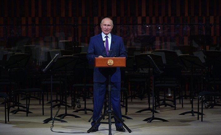 """Президент РФ В. Путин посетил торжественное мероприятие ко Дню города в концертном зале """"Зарядье"""""""
