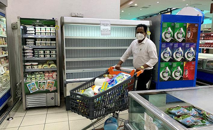Покупатель в супермаркете в Кайфане, Кувейт