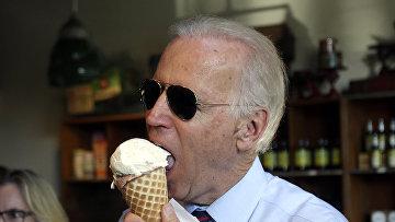Джо Байден наслаждается мороженым в Портленде, штат Орегон