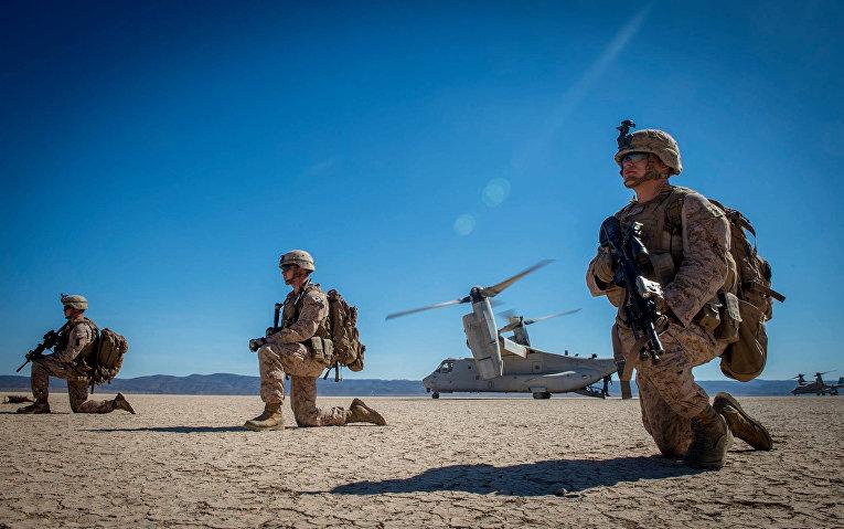 Американские морские пехотинцы на учениях