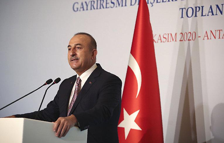 Министр иностранных дел Турции Мевлют Чавушоглу во время пресс-конференции