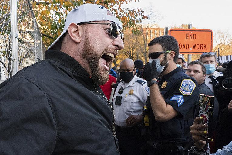 Сторонник Дональда Трампа во время митинга в Вашингтоне