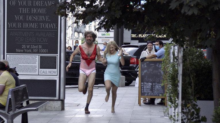 Кадр из фильма «Борат-2»