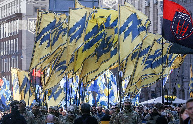 Солдаты полка «Азов» на митинге, посвященном Дню защитника Украины в Киеве