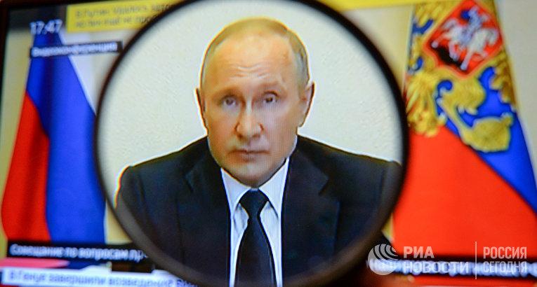 Трансляция совещания президента РФ В. Путина с главами регионов по борьбе с распространением коронавируса в России