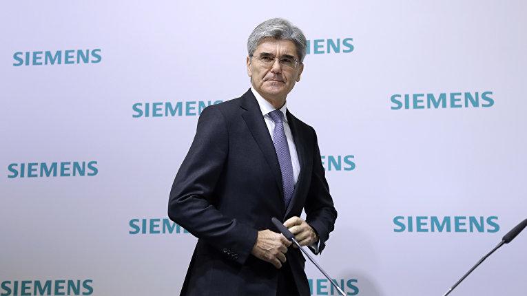 Шеф Siemens Джо Кэзер на пресс-конференции компании в Мюнхене, Германия