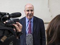 Уильям Браудер общается с журналистами после встречи со старшим прокурором Хосе Гринде в Мадриде