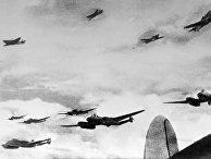 Советские бомбардировщики всопровождении истребителей набоевом курсе