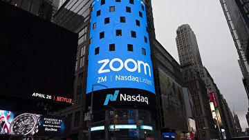 Логотип Nasdaq на табло в Нью-Йорке