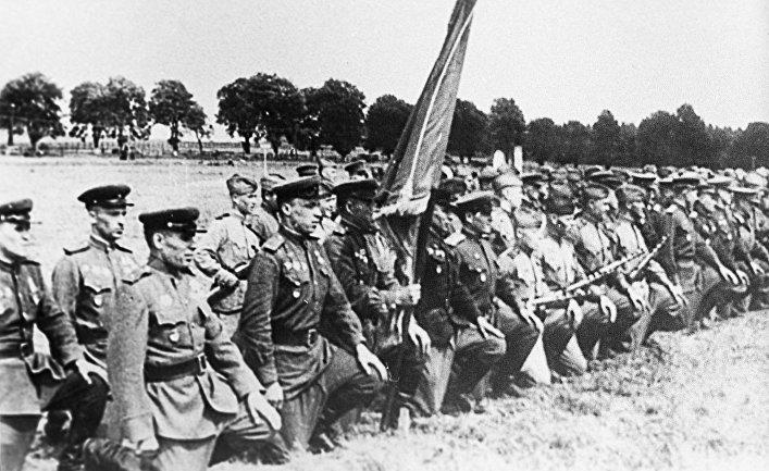 4-й гвардейский танковый Кантемировский корпус. Воины-гвардейцы клянутся разгромить врага. Фотография военных лет.