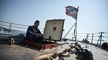 Матрос насторожевом корабле «Ладный» перед походом вСредиземное море