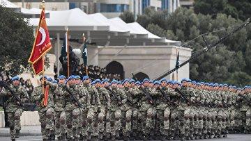 Военнослужащие турецкой армии на военном параде в Баку