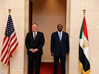 Госсекретарь США Майк Помпео и генерал Абдель Фаттах аль-Бурхан в Хартуме