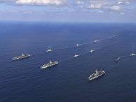 Корабли ВМС США во время учений у берегов Южной Кореи