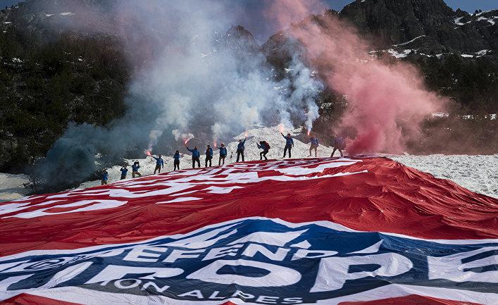 Активисты французского ультраправого политического движения «Поколение идентичности»