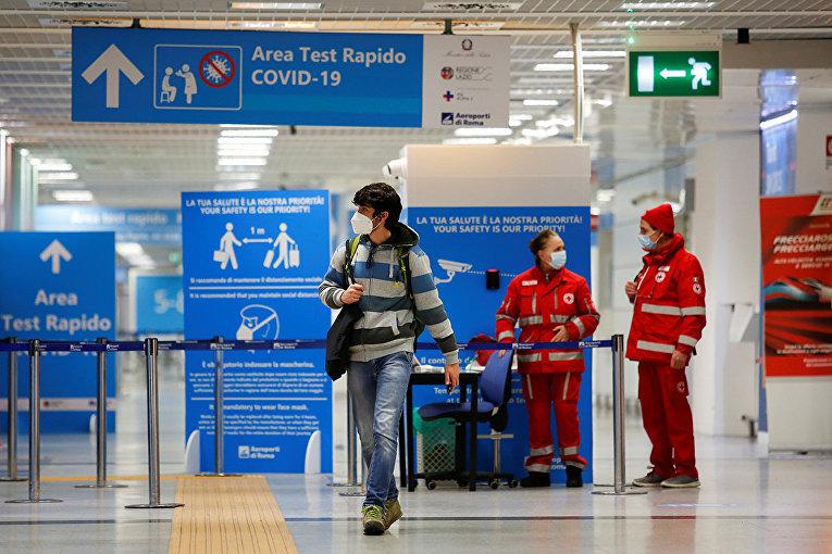 Пассажир в аэропорту Фьюмичино, Рим