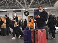 Пассажиры на вокзале Кингс-Кросс в Лондоне