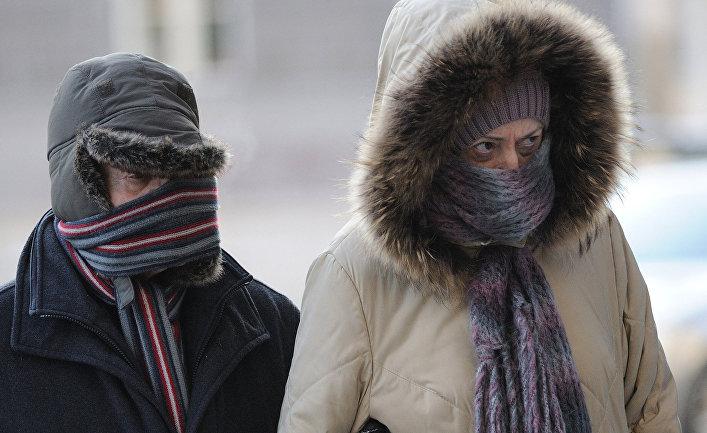 Прохожие на улице в Таллинне