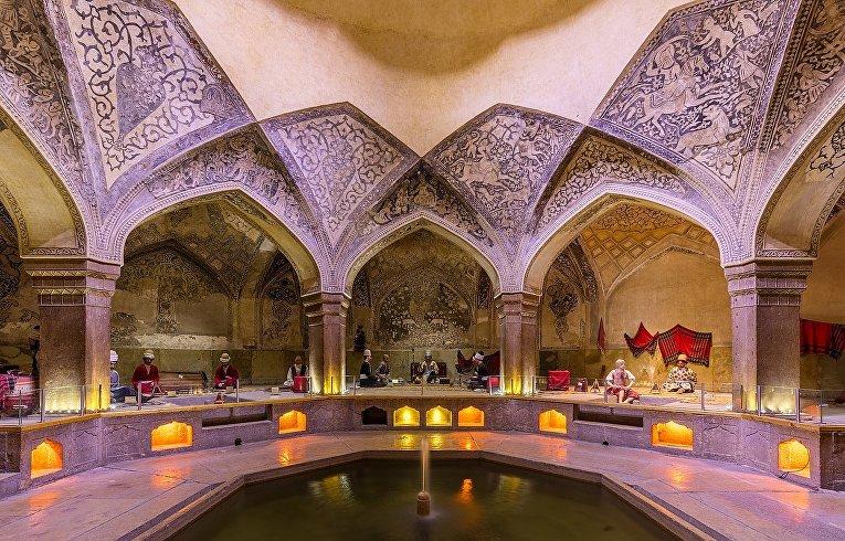 Раздевалка или вестибюль Хаммама Вакиль в Ширазе, Иран