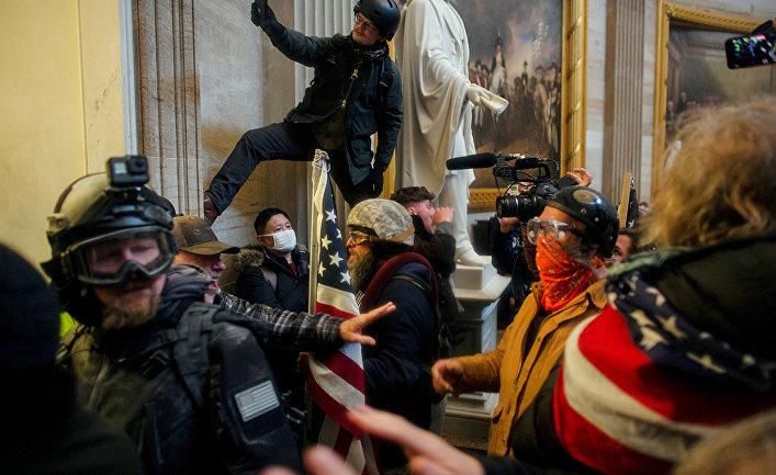 Сторонники Трампа штурмуют здание Капитолия