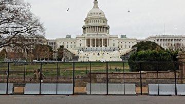 Заграждения установлены у Капитолия (здания Конгресса США) после штурма здания сторонниками Дональда Трампа
