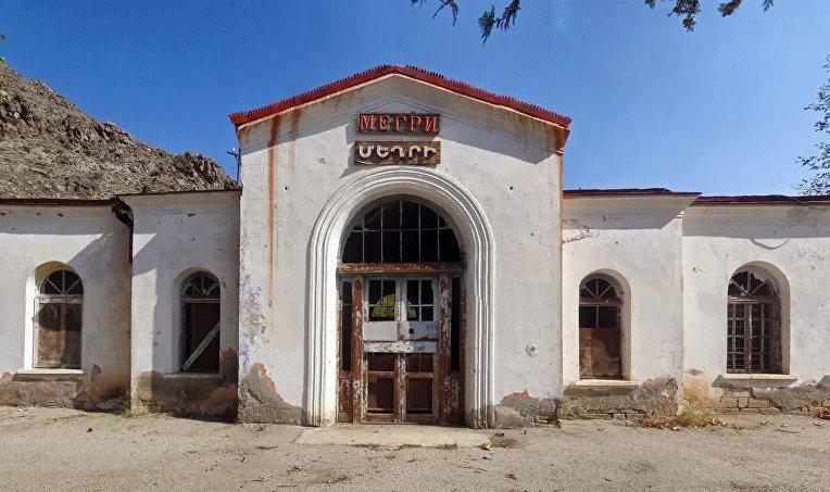 Железнодорожный вокзал армянского города Мегри