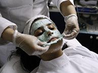 Женщина в салоне красоты в Саудовской Аравии
