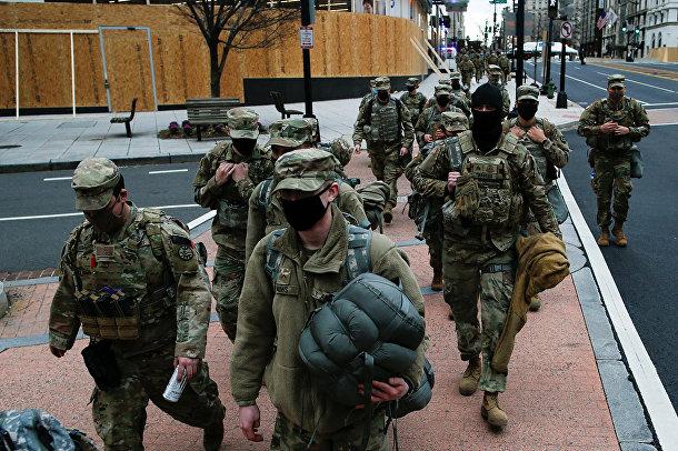 Национальная гвардия на улице в Вашингтоне