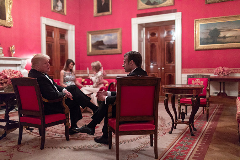 Президент США Трамп и первая леди на государственном ужине с президентом Франции Эммануэлем Макроном и его женой