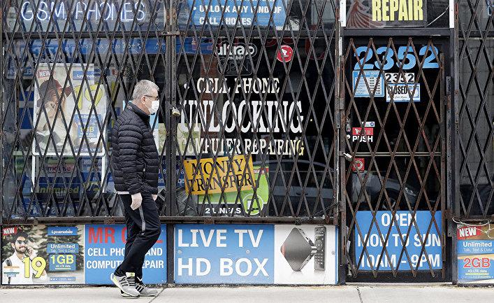 Витрины закрытых магазинов в Чикаго, США