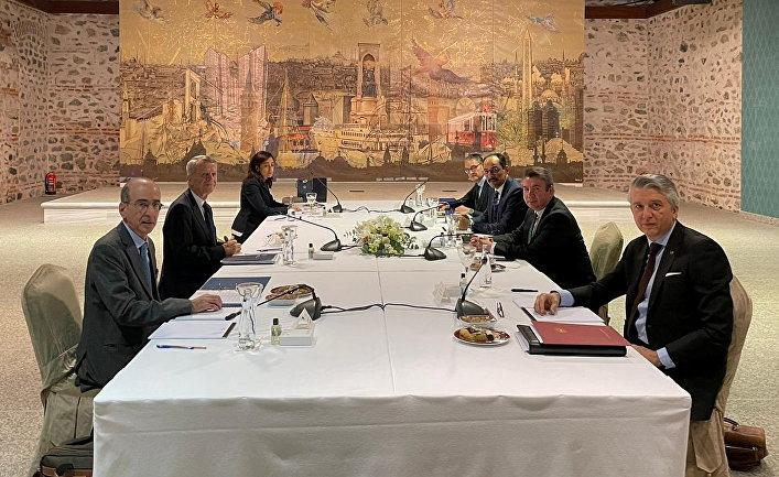 Представители Турции и Греции принимают участие во встрече в Стамбуле