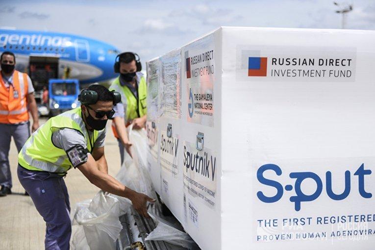 Прибытие рейса с вакциной Sputnik V