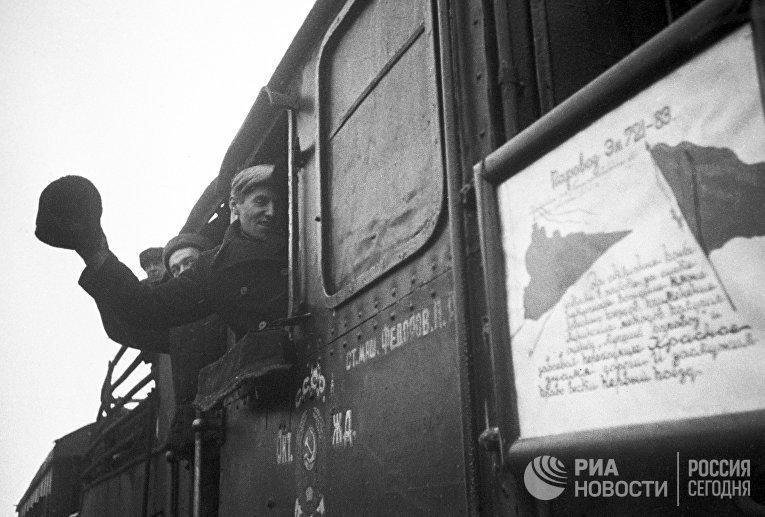 Поезд направляется в освобожденный город Шлиссельбург