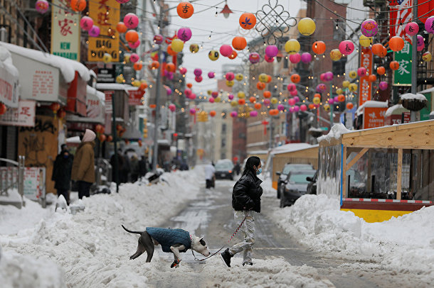 Последствия снегопада в китайском квартале Нью-Йорка