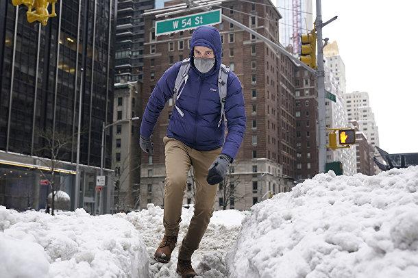 Последствия снегопада в Нью-Йорке