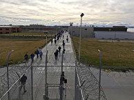 Заключенные во время прогулки на территории исправительного учреждения штата Айдахо в Куне, штат Айдахо