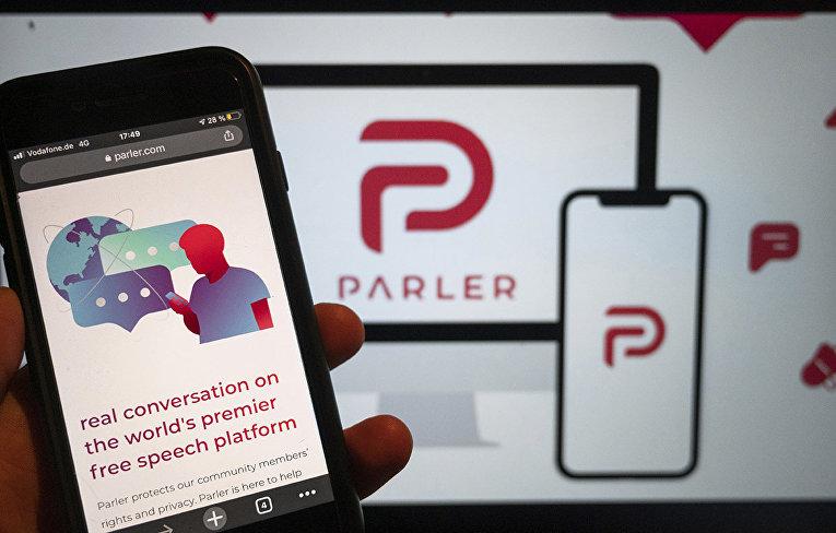 Веб-сайт Parler на экране