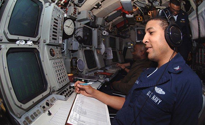 Пост гидроакустика на подводной лодке ВМС США USS Florida