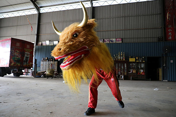 Танец с маской быка в Муаре, Малайзия