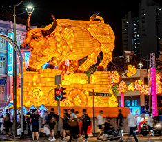 Скульптура быка в китайском квартале Сингапура