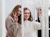 Журналисты Катерина Бахвалова и Дарья Чулцова во время судебного процесса в Минске