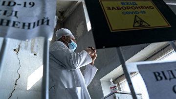 Врач в центральной больнице в городе Коломыя, Украина