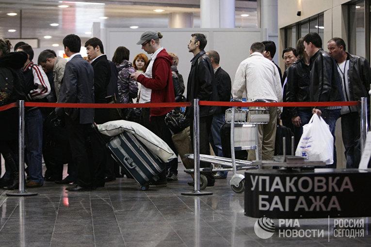"""Пассажиры отмененных рейсов в аэропорту """"Шереметьево"""""""