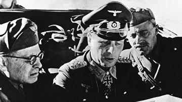 Немецкий генерал-фельдмаршал Эрвин Роммель во время подготовки военной операции в Африке