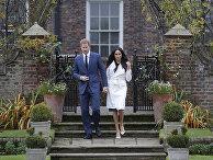 Британский принц Гарри и Меган, герцогиня Сассекская с саду Кенсингтонского дворца