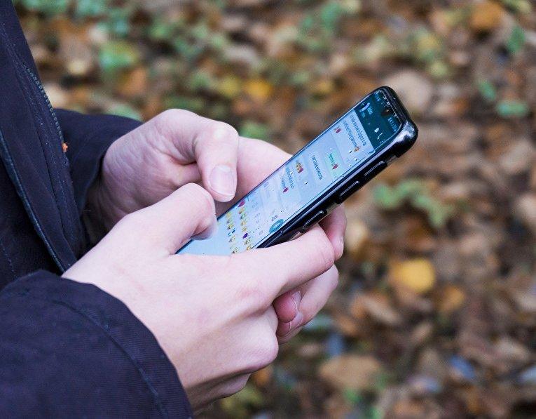 Приложение для обмена сообщениями на экране смартфона